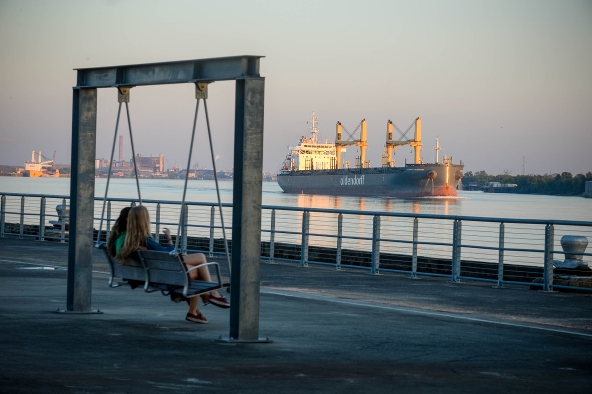 People on swing overlooking Mississippi River